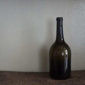 仏 18世紀初頭 ワインボトル B
