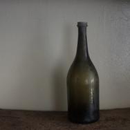 18世紀初頭 ワインボトル A