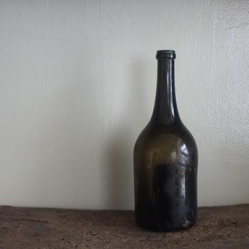 仏 18世紀初頭 ワインボトル C