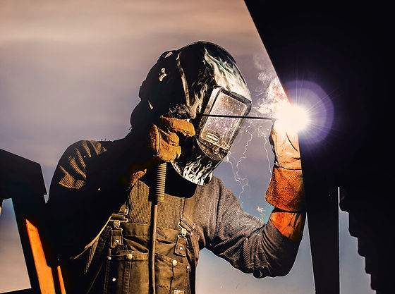 Man%20Welding_edited.jpg