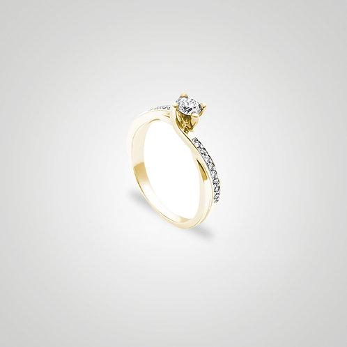 Solitario cruzado y con diamantes laterales