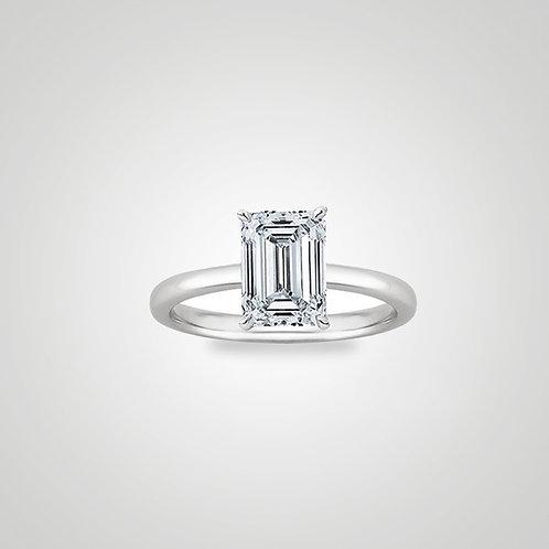 Solitario con diamante corte esmeralda