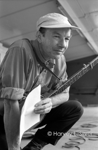 Pete Seeger with Banjo and Set List