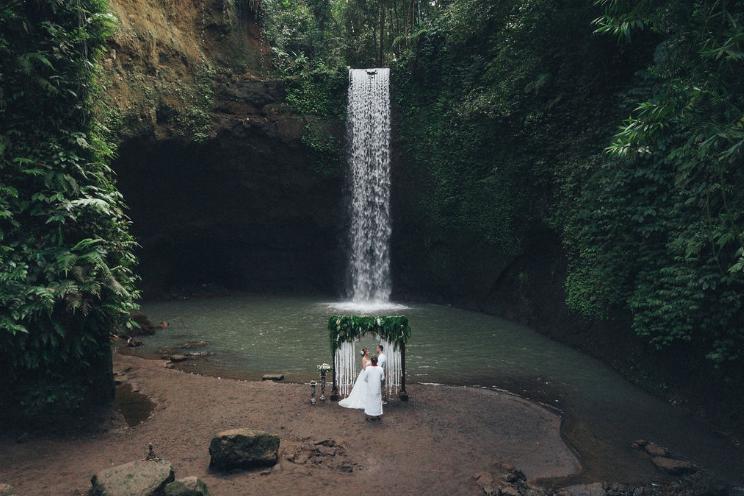 mariage cascade bali.png