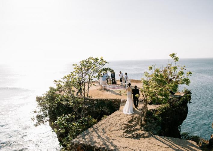 mariage bali falaise.png