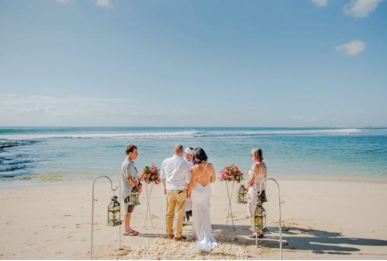 mariage à l'étranger plage intime