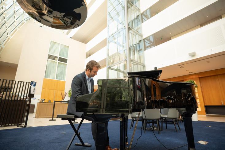 Skyline Studios Pianist