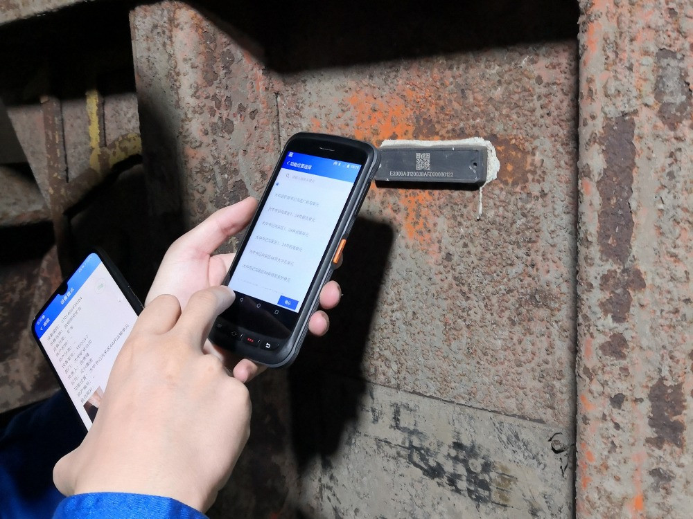 RFID-Enabled PDA Used For Automated Inspection of Mining Equipment © Xerafy