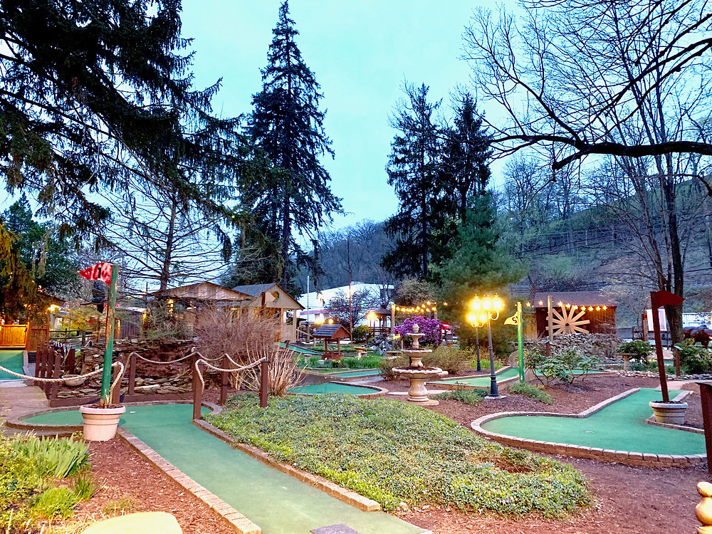 kneiss fun, beautiful mini golf course in Pittsburgh, Pennsylvania at dusk