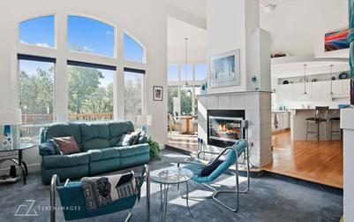 re-livingroom.jpg