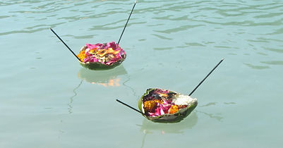 Flowers-Offering-Rishikesh-on-Ganges.jpg