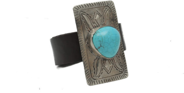 J. Alexander: RECTANGLE BUCKLE BRACELET- BROWN LEATHER- VERTICAL CONCHO
