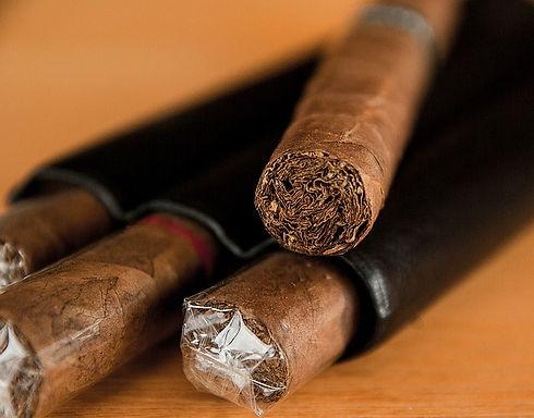 cigar-1293684_640.jpg