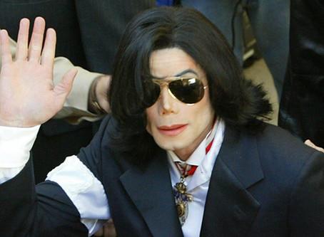 """מייקל ג'קסון בימים הראשונים של המשפט: מתוך הספר """"A life for L.O.V.E"""""""