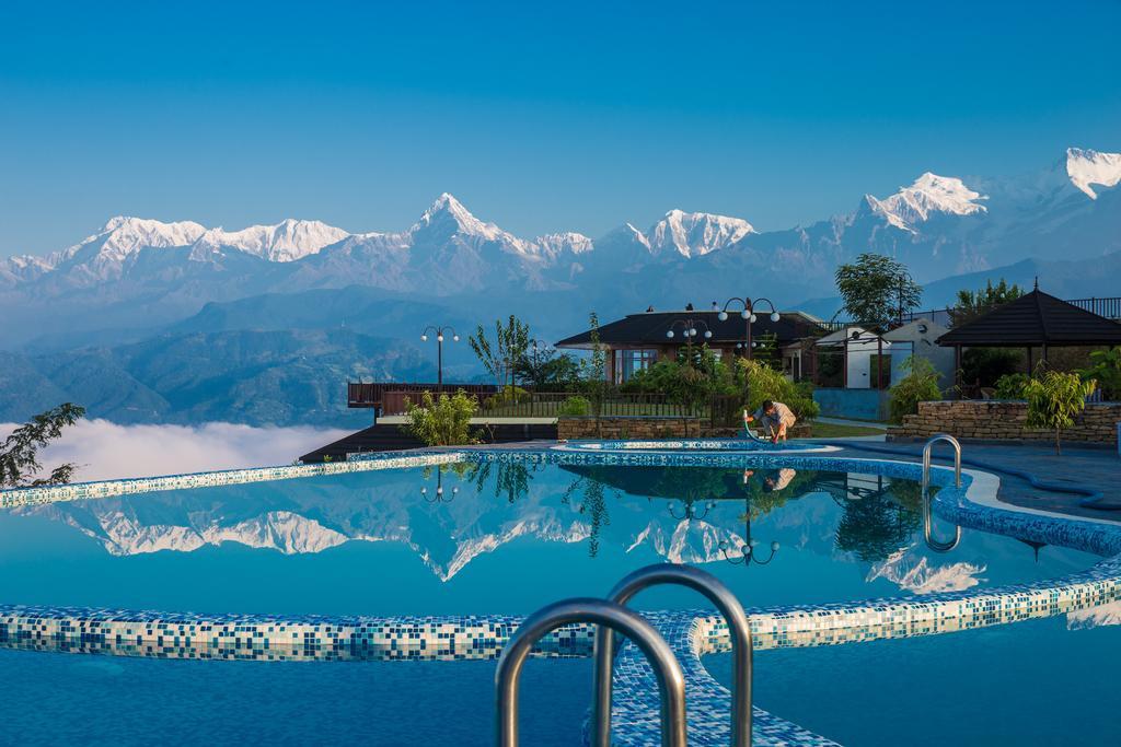 Rupakot Resort - Zwembad met Uitzicht op de Bergen