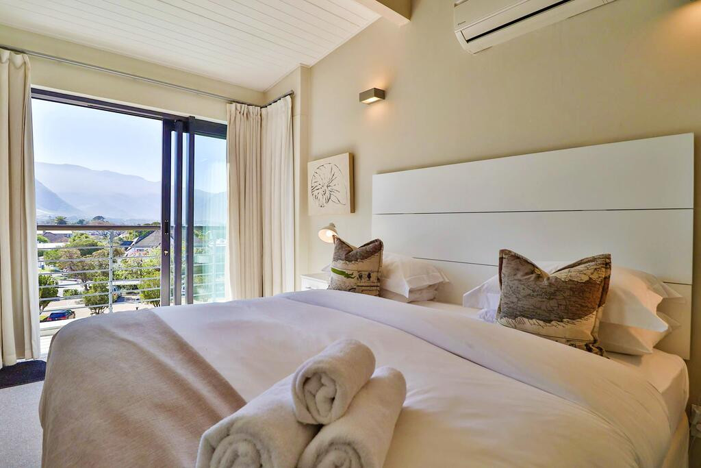 Whale Coast All-Suite Hotel