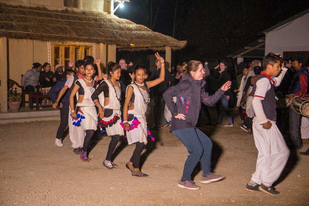 Barauli Community Homestay - Tharu culturele dans