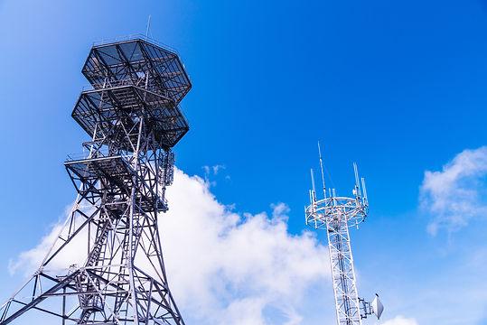 無線設備の設置工事を行い、アンテナから装置までを設置し電源を接続するまでの一連の施工を行います。また、通信サービスが変わるごとに設備も変わるため、新しい技術への対応を常にしていくことが必要となります。