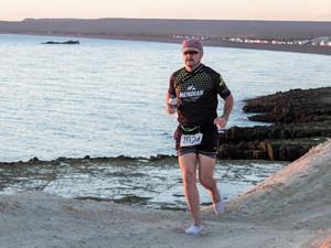 Correrá un ultramaratón de 50k en Madryn y lo hará calzando alpargatas