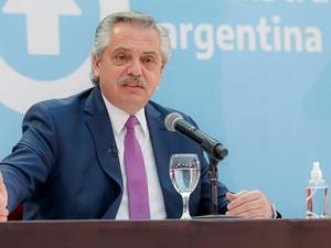 Tras anunciar el nuevo Gabinete, Fernández se reúne en La Rioja con gobernadores peronistas