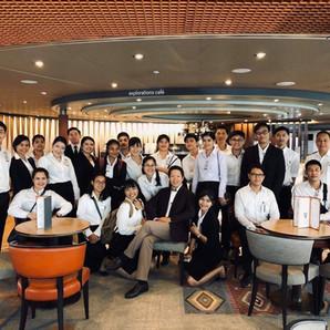 นักเรียนครัวไทยของ THCL เยี่ยมชมเรือ Holland America ก่อนบินไปทำงานจริง