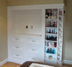 In-wall Entertainment with Small Item Display Shelving