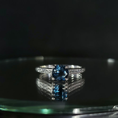Lucida ring with Topaz