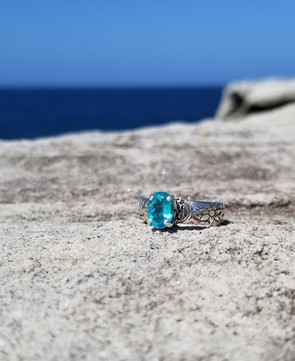 Floral ring with apatite