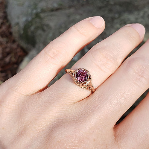 Noble Rose gold ring with mulberry spinel