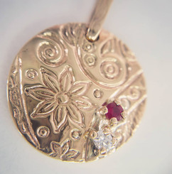 9k yellow gold Mother's day pendant with birthstones