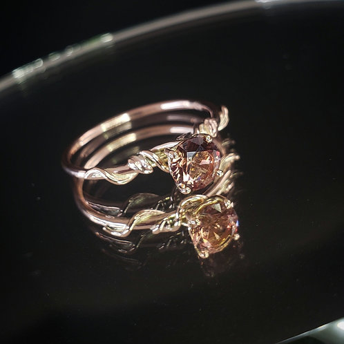 9K rose gold Tissaia ring with Sunstone