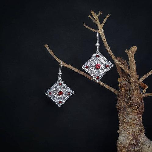 Cybele earrings with garnet