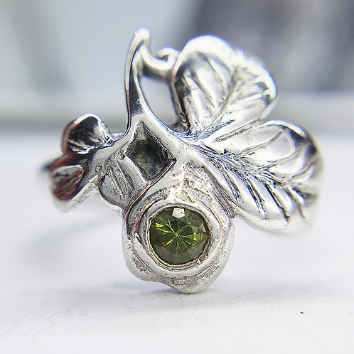 Dryad Shamrock ring with sapphire