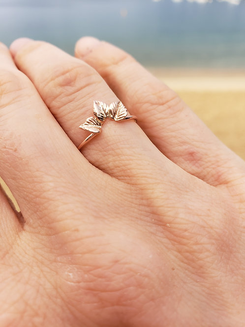 Leaf trio ring