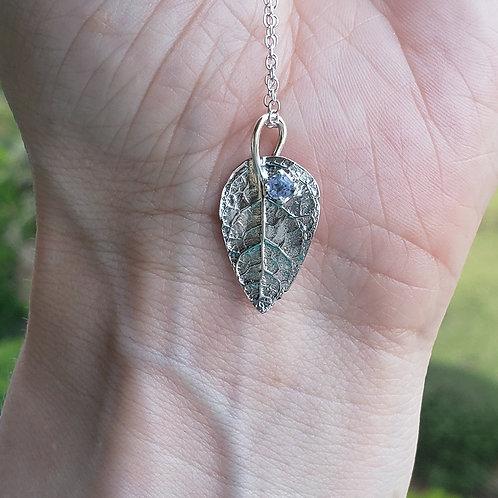 Elorie leaf necklace
