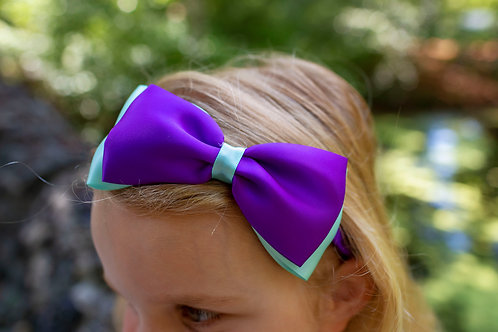 purple and aqua bow in girls hair