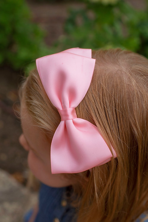pink bow in flower girls hair for wedding