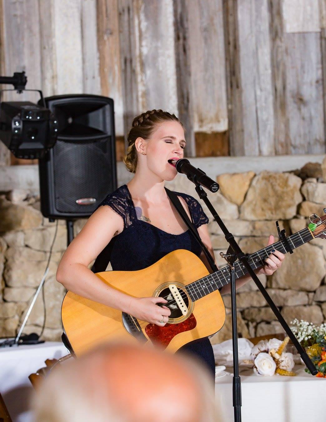 Moxxe Wedding Carter Guitar