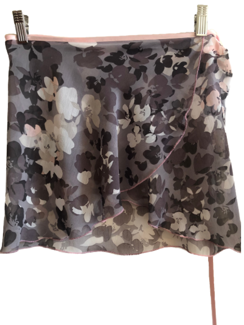 allet wrap skirt. Crinkle chiffon in greys and pinks. Super floaty, super stylish