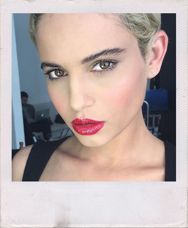 Glossy RED Lips💋 bts from today's shoot for _ybcosmetics with _max_w_braun 💋model _thaisdlima1 ⭐️s