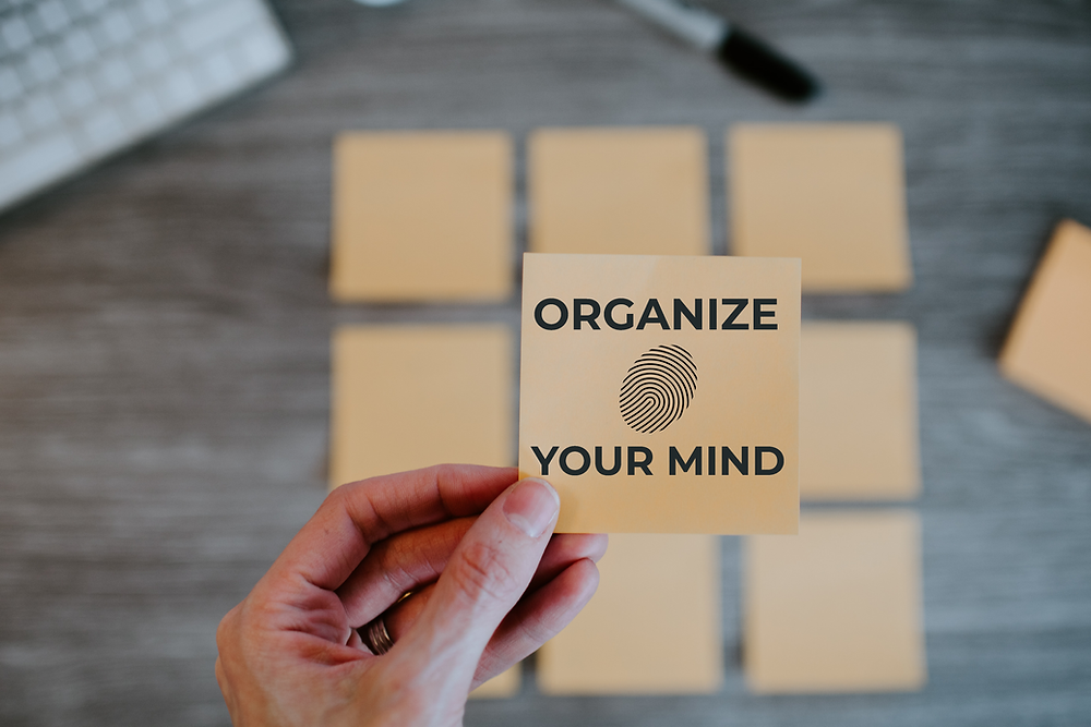 post-its telling you to organize your mind