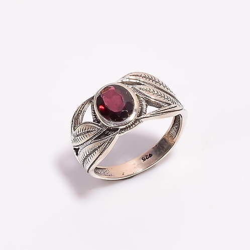 925 Sterling Silver Unique Design with Sparkling Garnet Gemstone