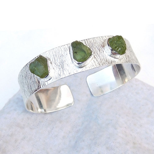 925 Sterling Silver Cuff Bracelet with Natural Peridot Stone