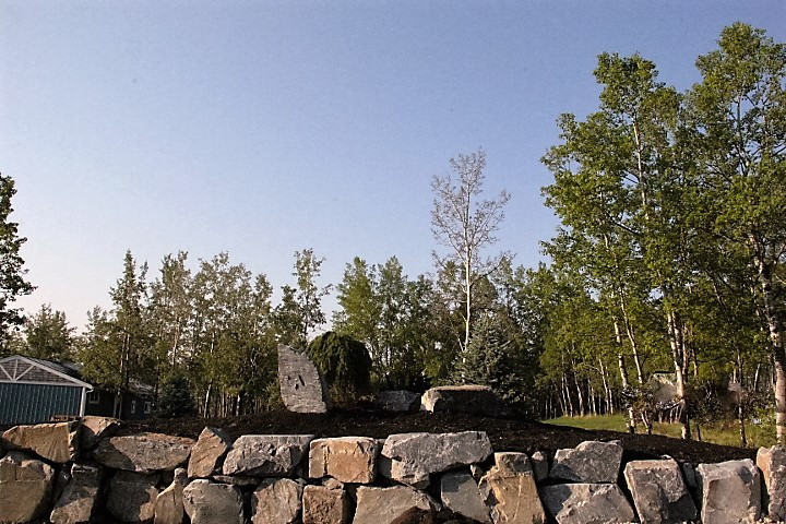 Rock Retainingwall.