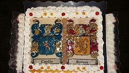 Pastel medieval con escudos de armas del Castillo de las Tinieblas