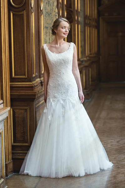Verona Lily | Ivory & Co | Willow Bridal