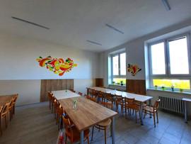 abstrakce ve školní jídelně soukromé školy