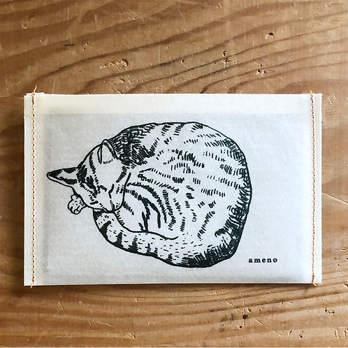 【 丸まった猫の通帳ケース 】