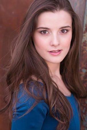 Anastasia Edwards.Headshot2.jpg