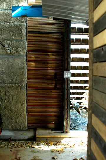 03_door closed.JPG